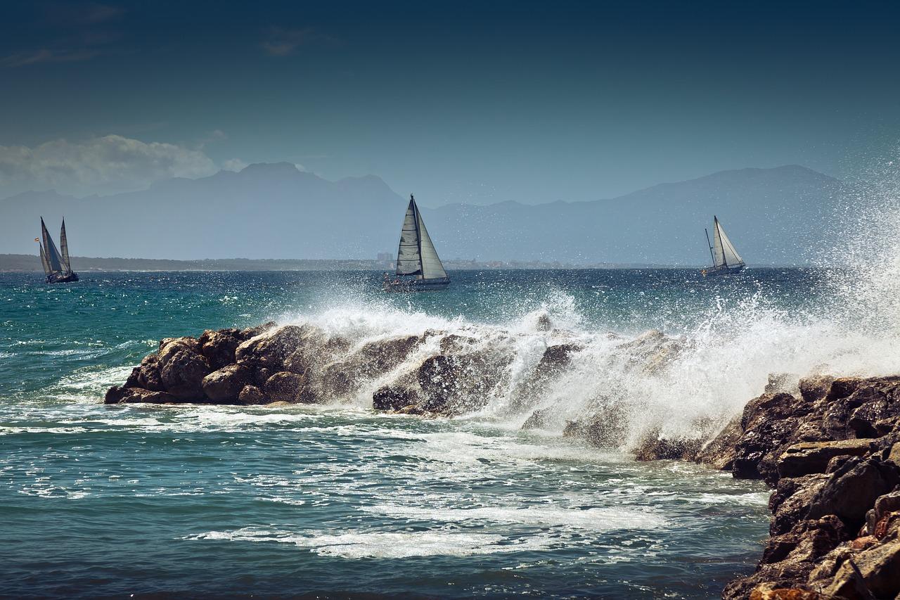 sailing-boat-2550147_1280